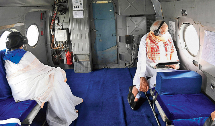 Modi and Mamata during the aerial survey.