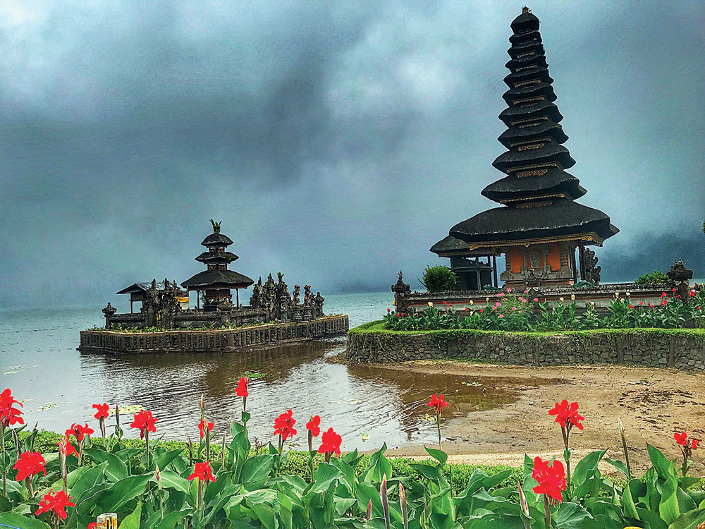 The mind-blowing Ulundanu Temple on the edge of the Bratan Lake in Bedugul is temple that you must visit
