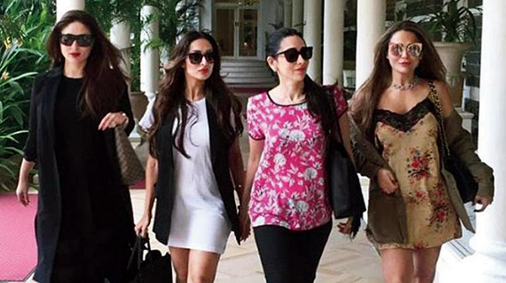 (L-R) Kareena Kapoor Khan, Malaika Arora, Karisma Kapoor and Amrita Arora Ladak