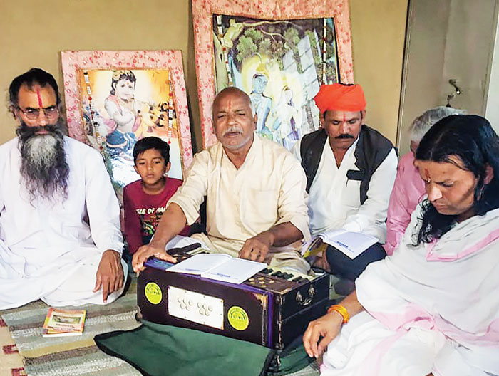 Ramzan Khan, father of Feroze, sings bhajans at a temple near Jaipur