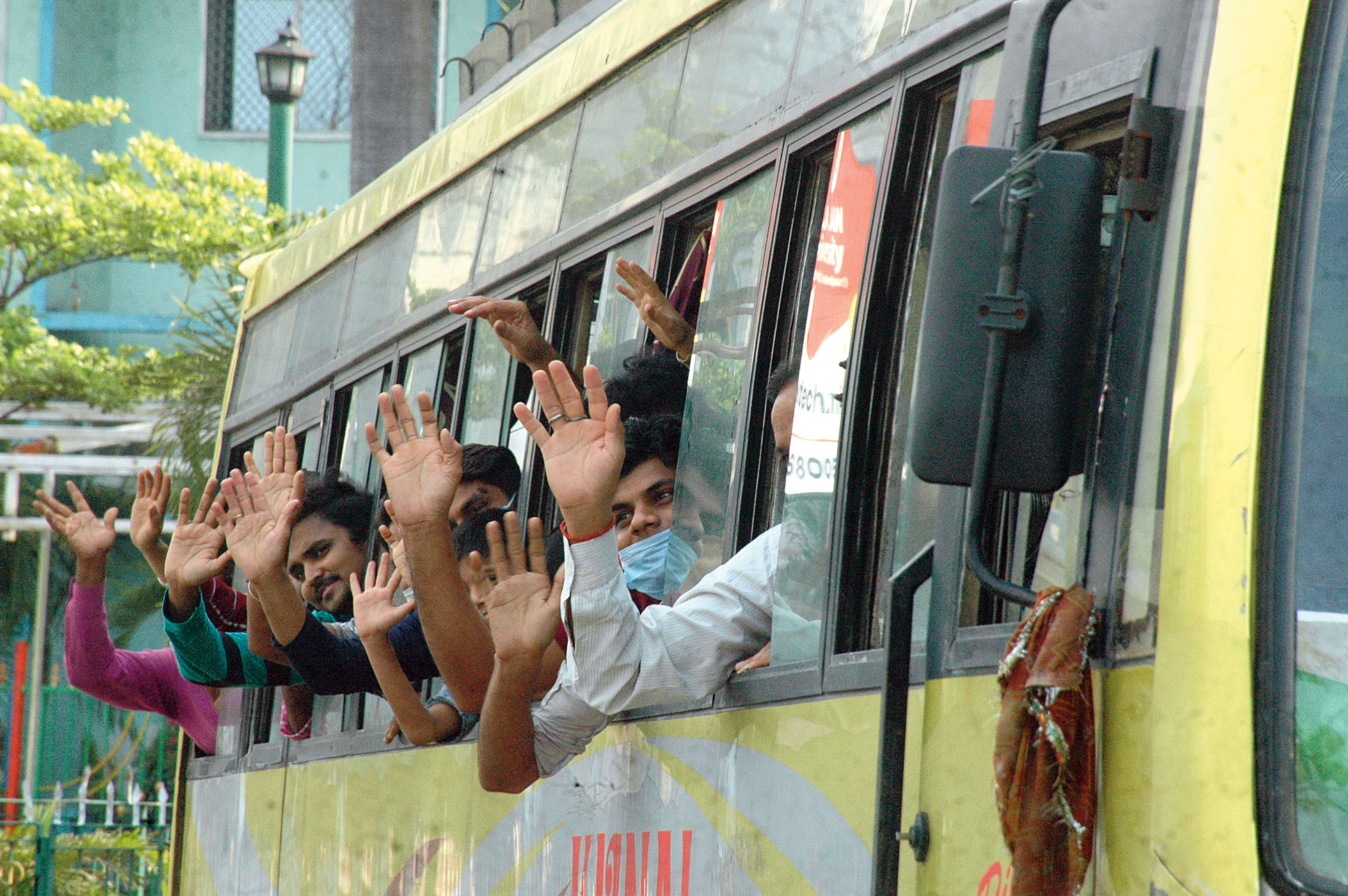 Migrant labourers leave for their home districts from Tatanagar station on Thursday.