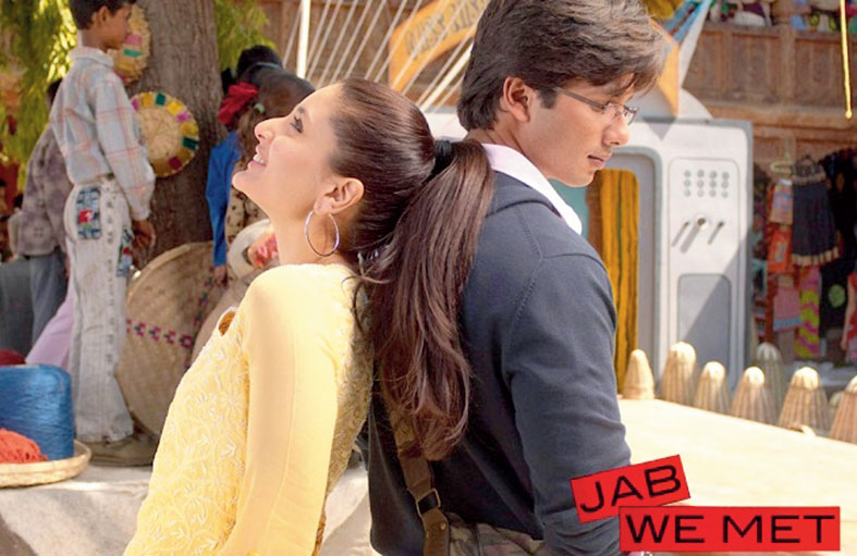 Kareena Kapoor and Shahid Kapoor in a still from the song 'Yeh Ishq Haaye' from 'Jab We Met'