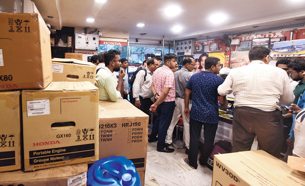 The crowd at a store on GC Avenue on Wednesday afternoon. The same number was waiting outside and almost all of them to buy generator sets