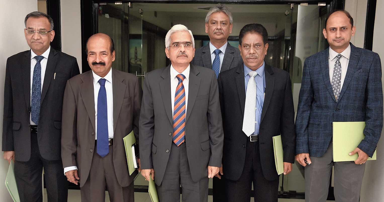 RBI governor Shaktikanta Das with deputy governors in Mumbai on Thursday.