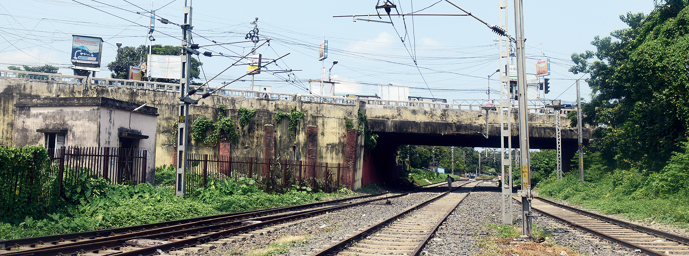 The Tallah bridge and the railway tracks that run under it