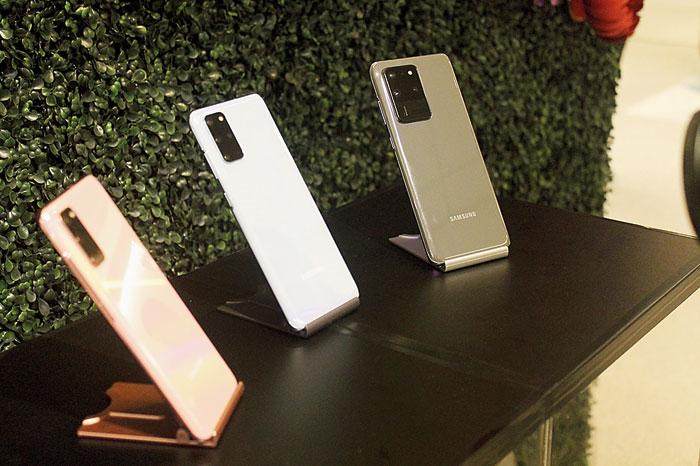 At a glance: Galaxy S20 Ultra Display: 6.9-inch quad HD+ dynamic AMOLED 2X; Infinity-O display (3,200X1,440); 120Hz display Camera: Front — 40MP, PDAF, F2.2; Rear — ultra-wide: 12MP, F2.2, wide-angle: 108MP, F1.8, PDAF, OIS; telephoto — 48MP, PDAF, F3.5, OIS Weight: 220g Processor: 7nm 64-bit octa-core Storage: 12GB/16GB RAM; 128GB/256GB/512GB internal (also, up to 1TB microSD) Battery: 5,000mAh