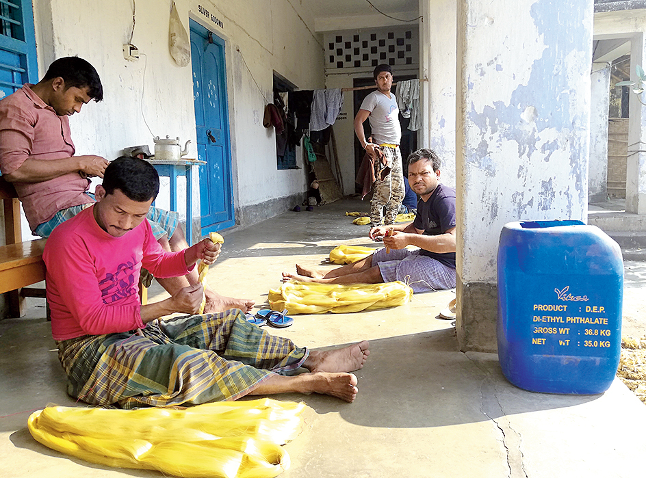 Workers at Islampur's khadi centre