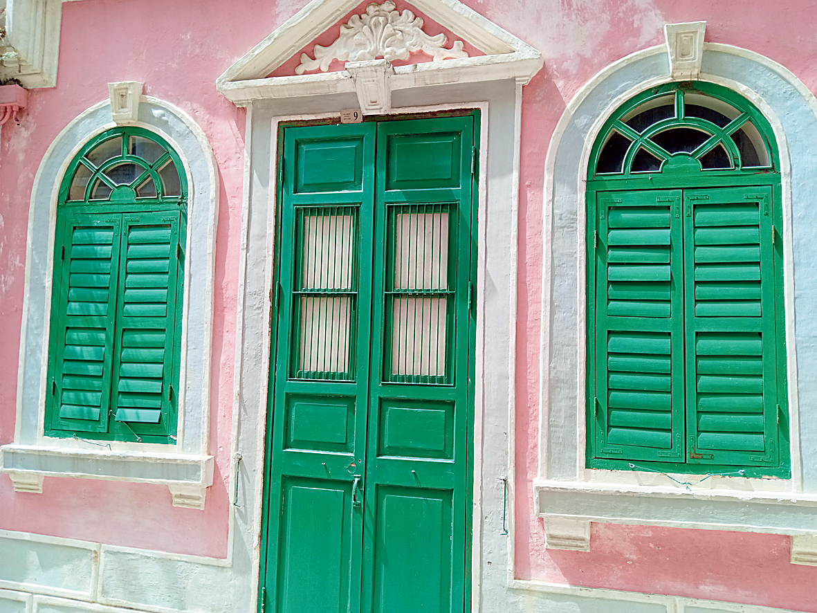 The picturesque St. Lazarus District is distinguished by its Calcutta-style buildings with those unmistakable green shutter windows, and cobbled streets, a nod to its Portuguese heritage.