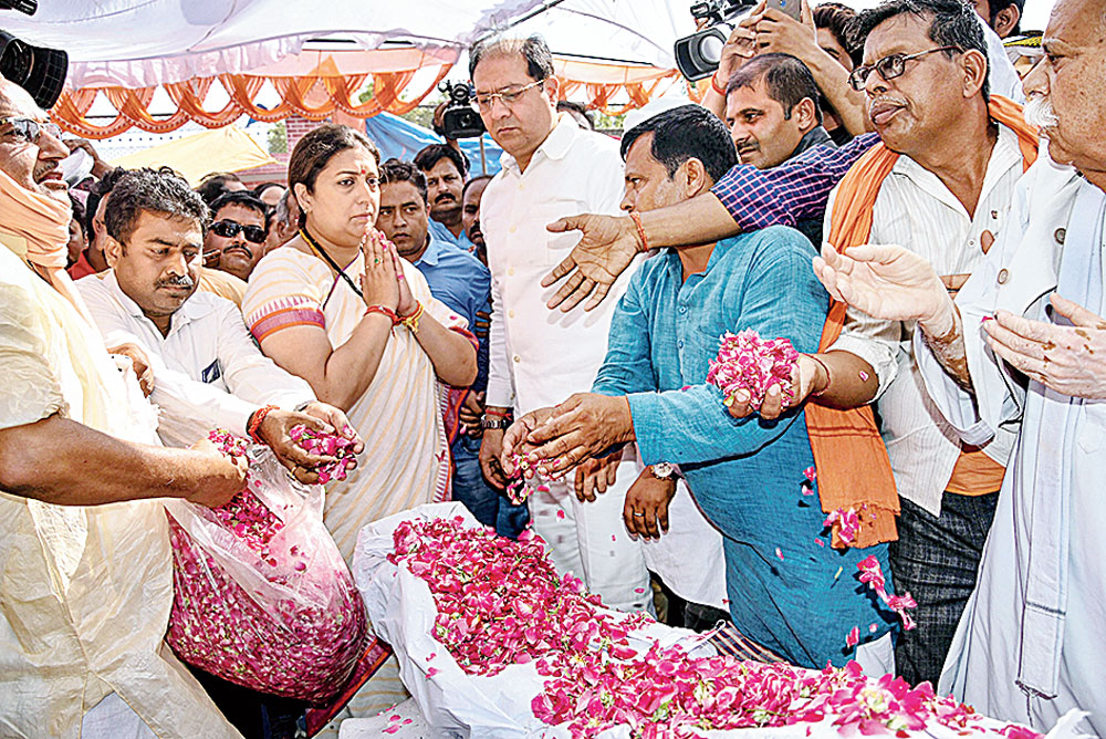 Smriti Irani pays her last respects to Surendra Singh in Amethi on Sunday.