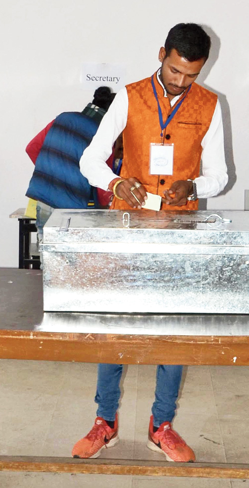 An ABVP member casts his vote.