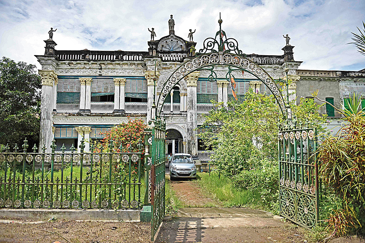 Ballav Mansion is referred to as 'putul bari' or dolls' house by locals — after the figurines on the central arch and those on either end of the roof