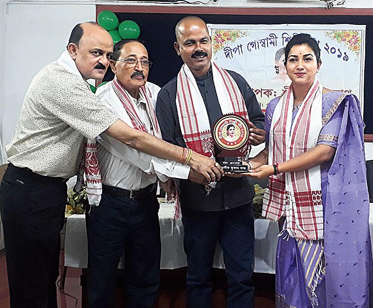 Angoorlata Deka hands over the award to Axim Kumar Nath on Friday.