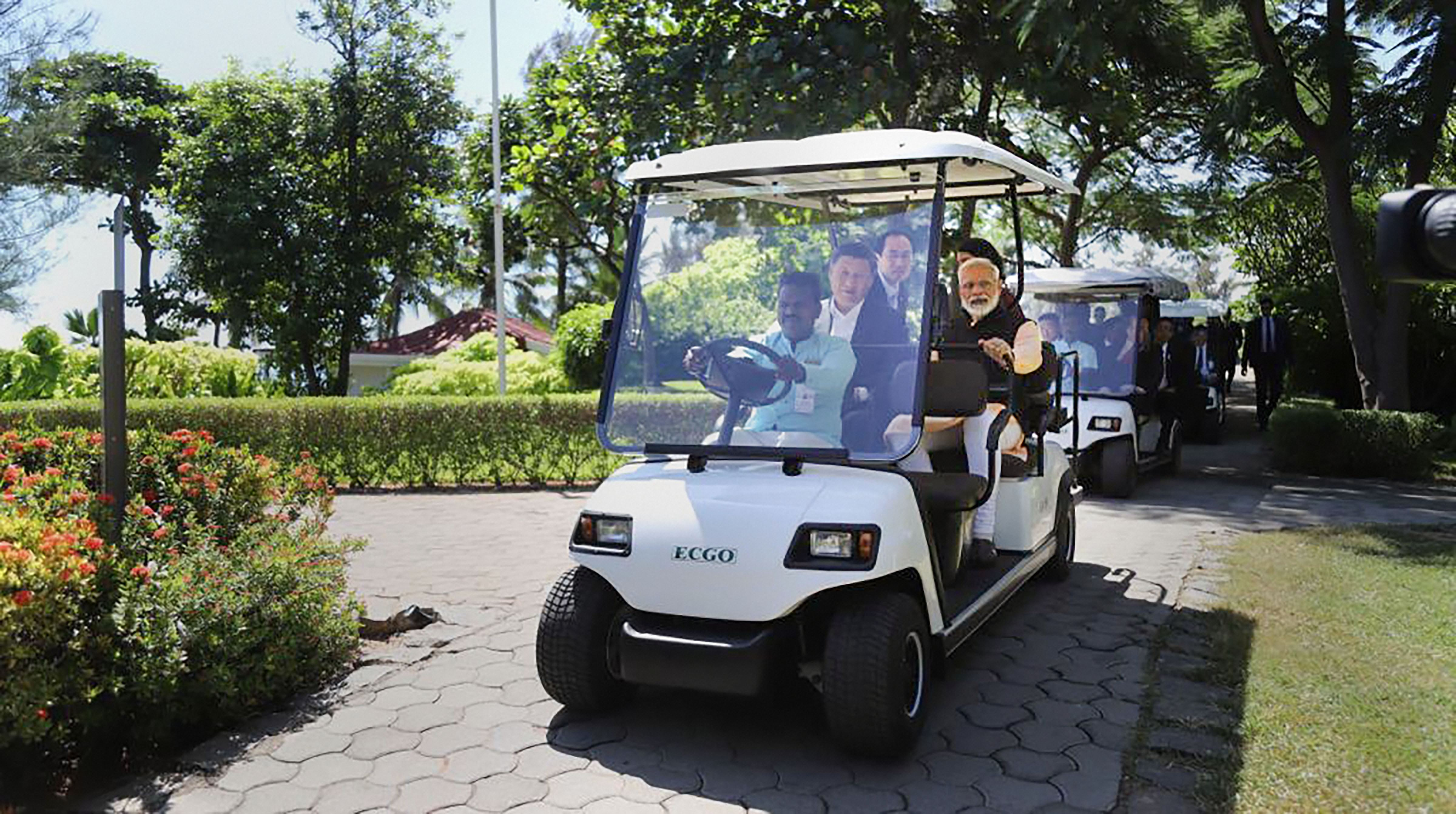 Prime Minister Narendra Modi with Chinese President Xi Jinping at Fisherman's Cove in Kovalam.