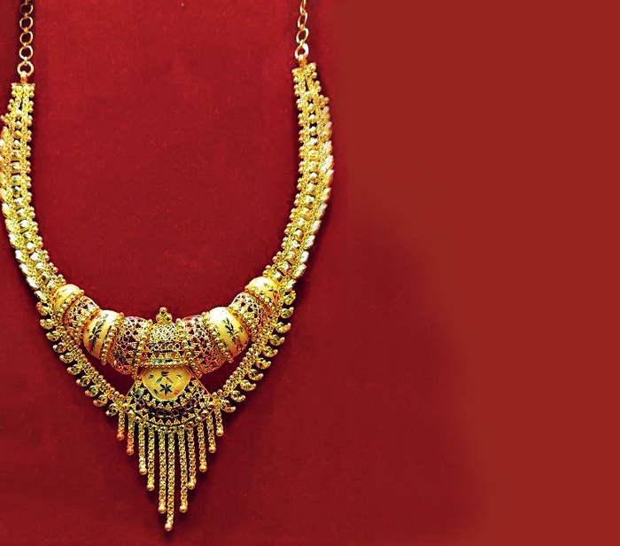 This 22-carat gold necklace can be worn during the Haldi ceremony.  Rs 1,50,000 @ R. Chowdhury & Sons