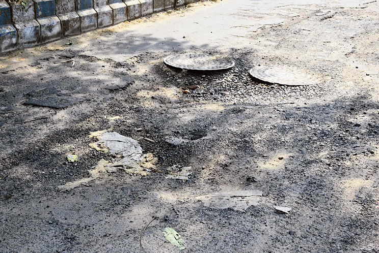 A heavily cratered section of the road between Tank 13 and Anindita More. The stretch is unlikely to be repaired in this phase.