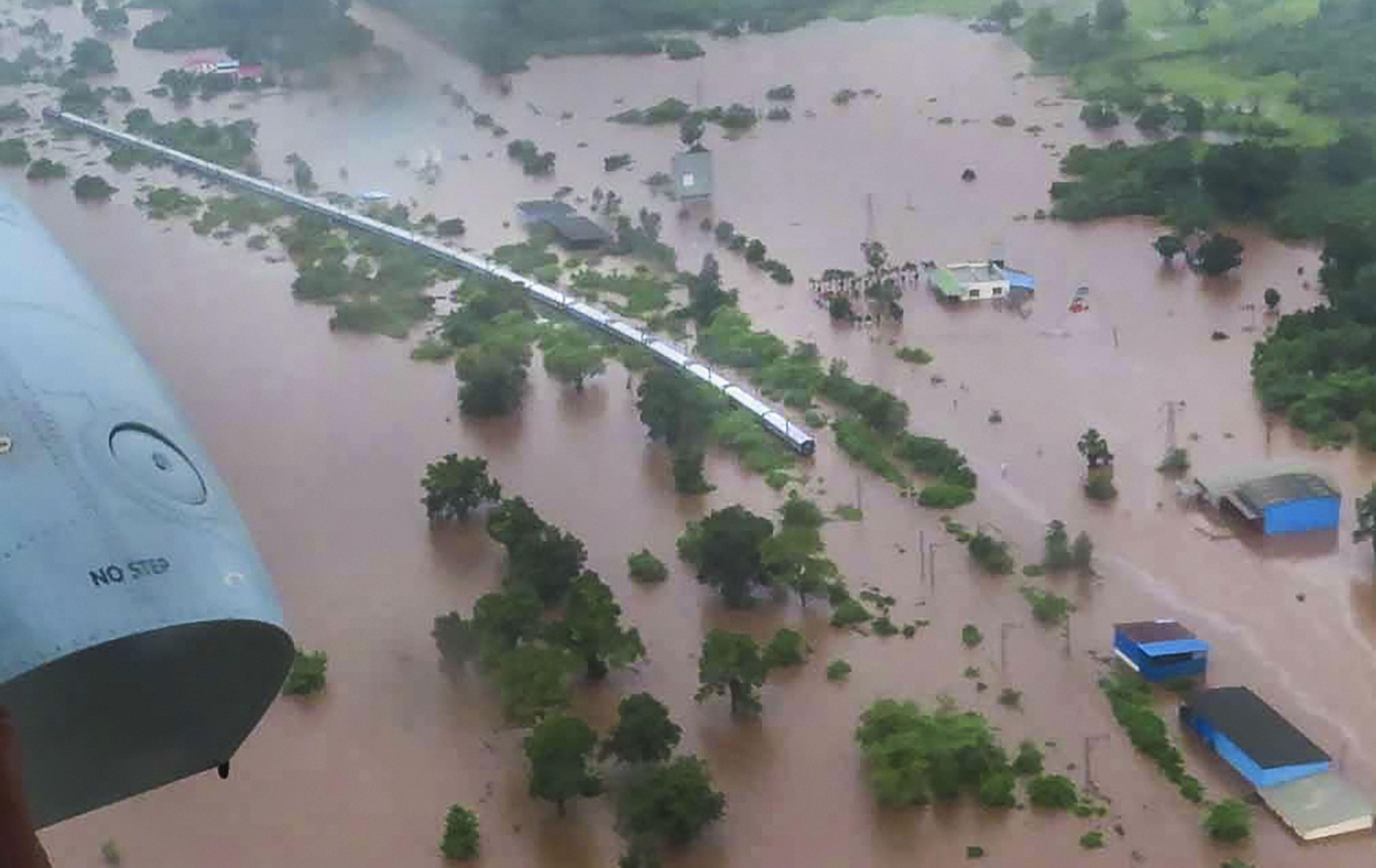 500 rescued from Mahalaxmi Express, says Maharashtra chief minister's office