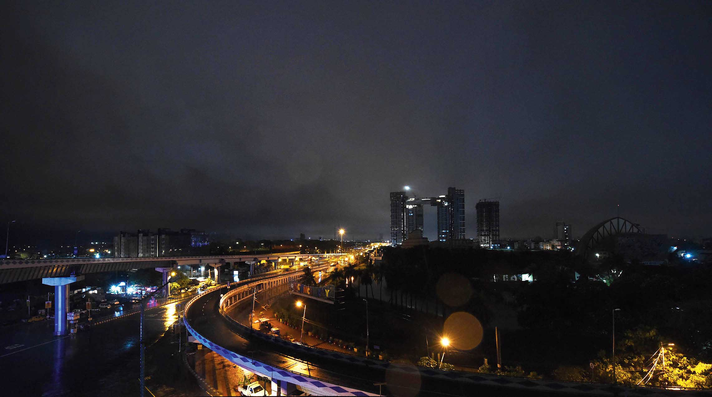 A view of the city at 3am as rain and moderate wind hit Calcutta under the influence of Cyclone Fani on Saturday.