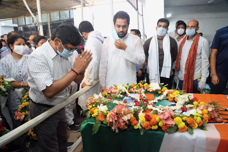 Chief minister Hemant Soren mourns the death of Congress MLA Rajendra Prasad Singh in Bermo on Tuesday. MLA Singh was cremated with full state honours.