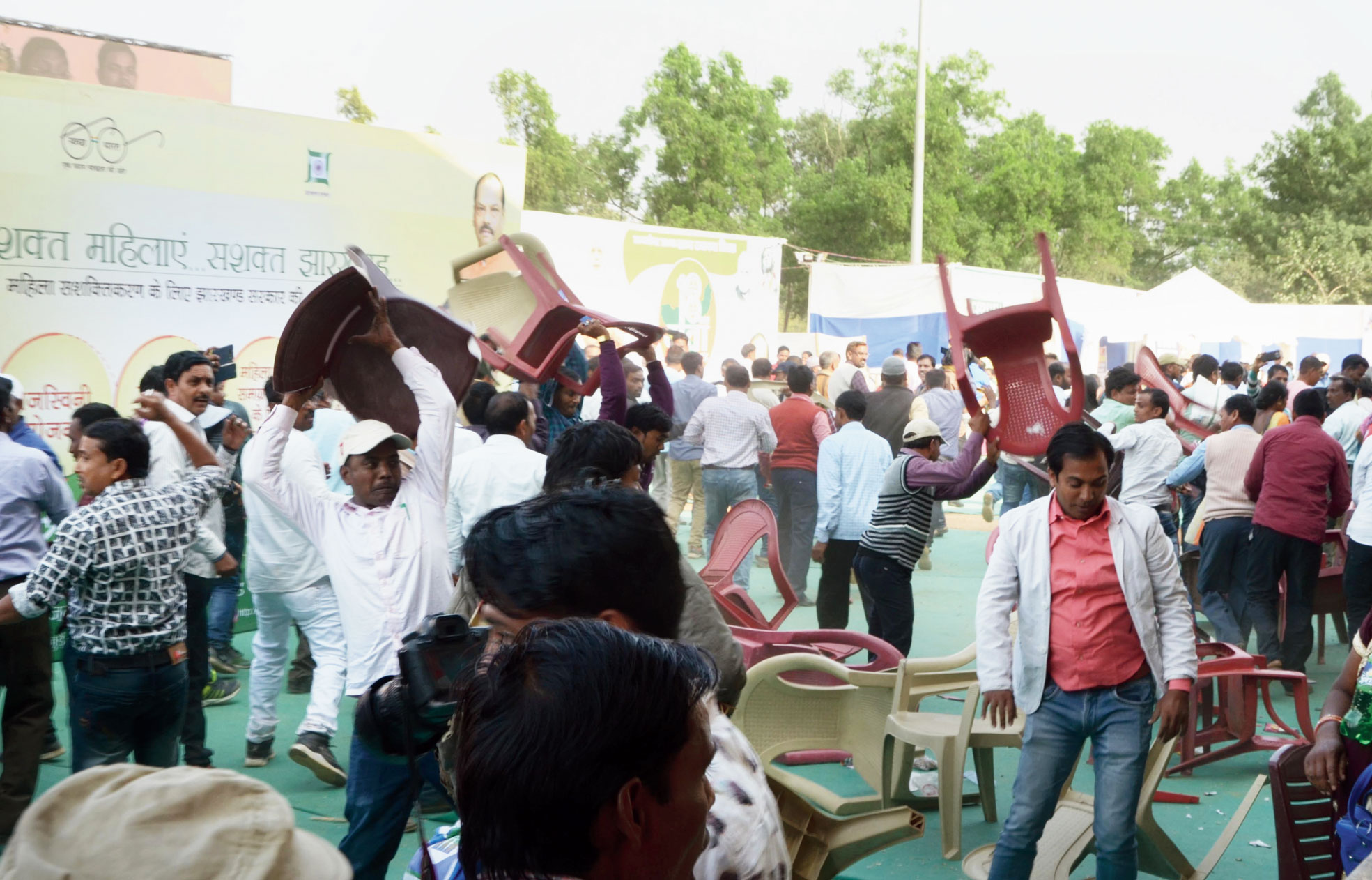 Para-teachers throw chairs after hearing about the lathi-charge outside.
