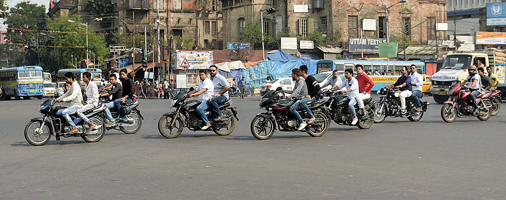 Total accidents in Bengal in 2018 (excluding Calcutta): 10,042. Accidents involving two-wheelers: 3319.