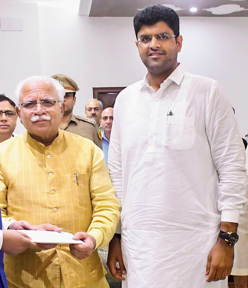 Haryana chief minister-designate Manohar Lal Khattar with JJP chief Dushyant Chautala (right) at the Raj Bhavan in Chandigarh on Saturday to stake claim to form the next government in the state.