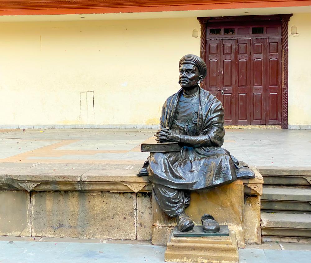 (Kavi Dalpatram sculpture memorial in Ahmedabad.) A twitter dispute broke out over economic advancement vs cultural backwardness vis-a-vis  Guajarat and Bengal.