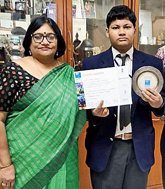 Subhigya with DBMS principal Rajani Shekhar in Jamshedpur.