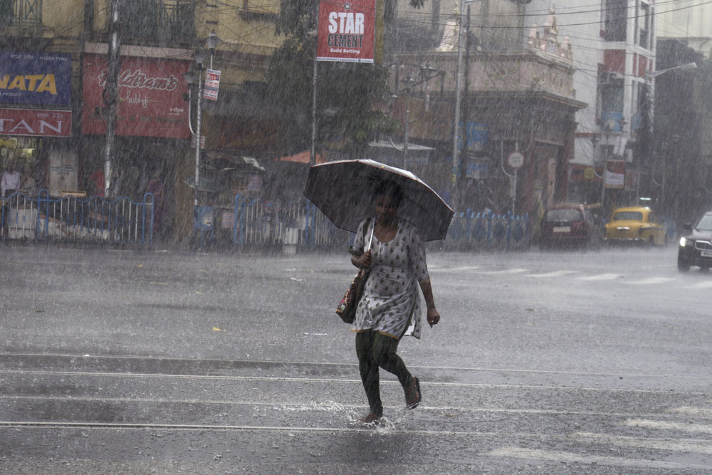 The other places in the state that recorded moderate to heavy rainfall during the 24-hour period were Burdwan (48.8 mm), Bankura (42.4 mm), Panagarh (28.4 mm), Jalpaiguri (21.8 mm) and Salt Lake (15.4 mm), the Met department said.