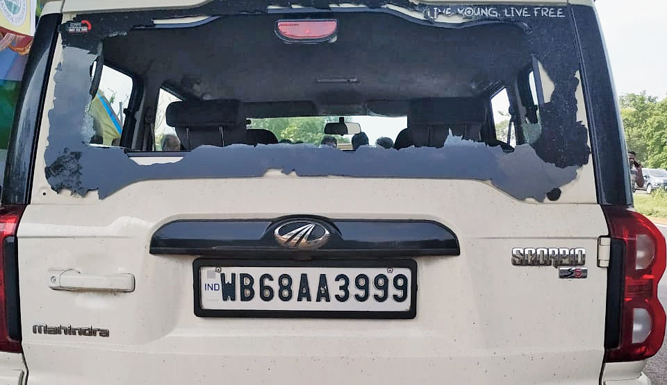 The ransacked SUV in Hooghly's Gurap