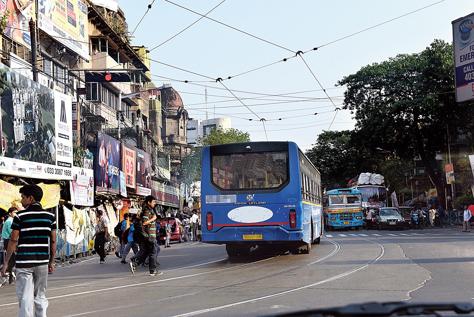 A bus violates a red signal near Shyambazar.