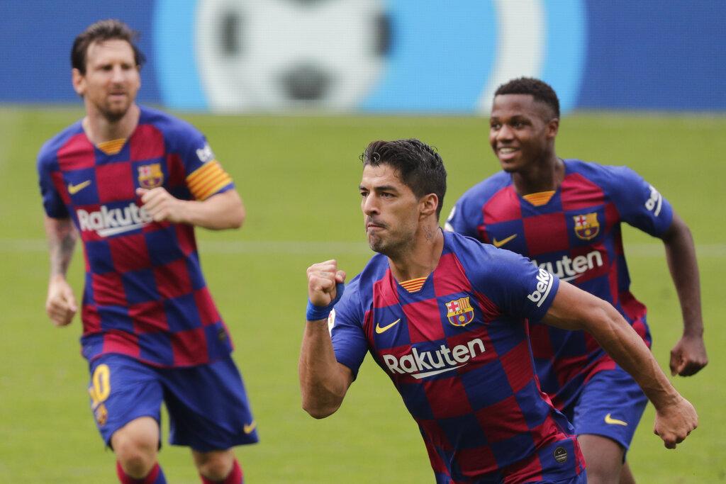 Barcelona's Luis Suarez celebrates after scoring his side's second goal during the La Liga match between Celta Vigo and Barcelona