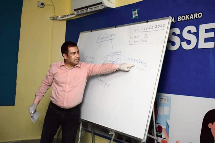 Bokaro SP Chandan Jha takes an online maths class on Saturday.