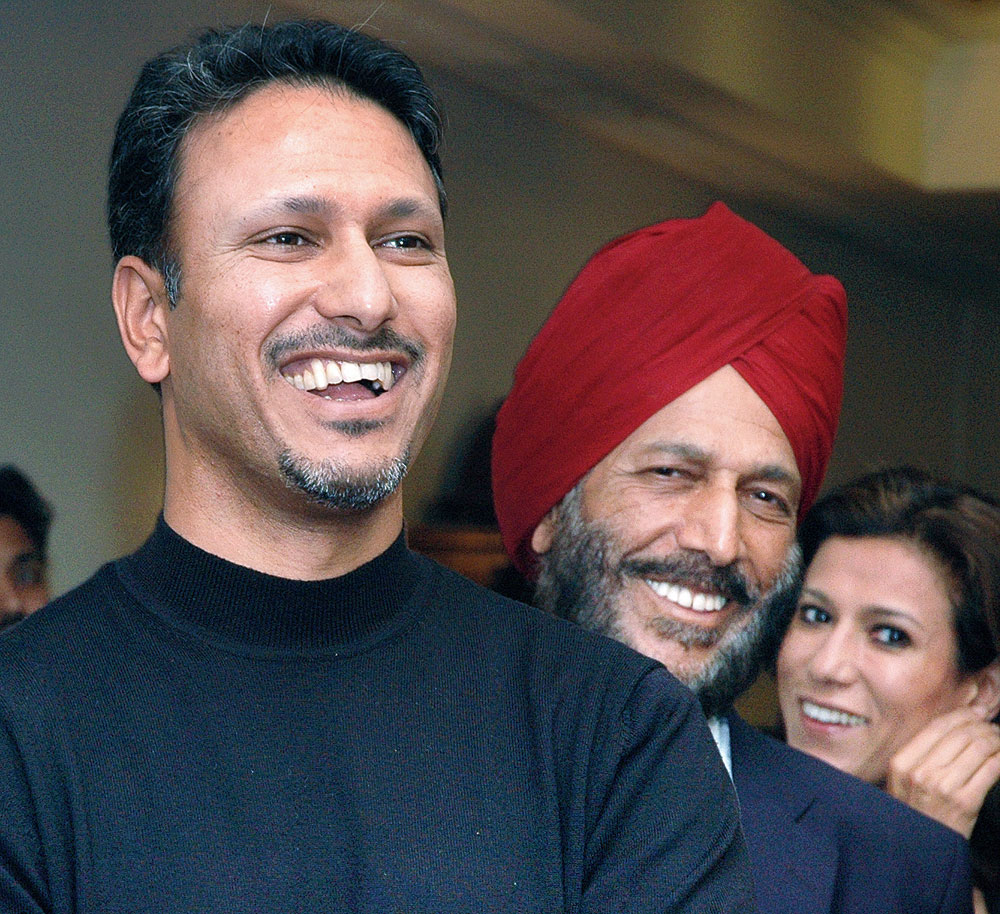 """Jeev Milkha Singh with his """"hero"""", his father, Milkha Singh"""