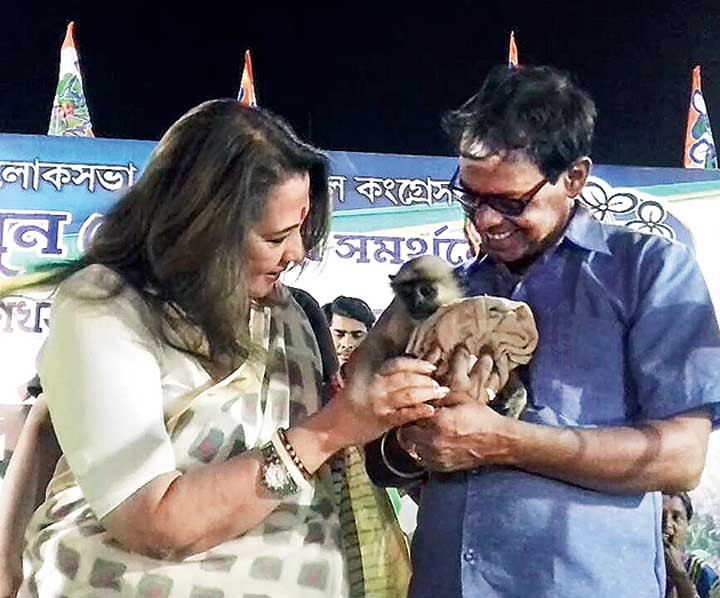 Moon Moon Sen fondles the langur.