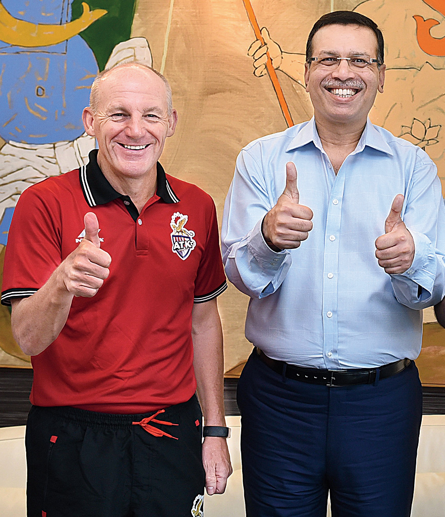 ATK head coach Steve Coppell and principal owner Sanjiv Goenka had 'V' for victory in mind at the jersey launch at CESC House on September 20.