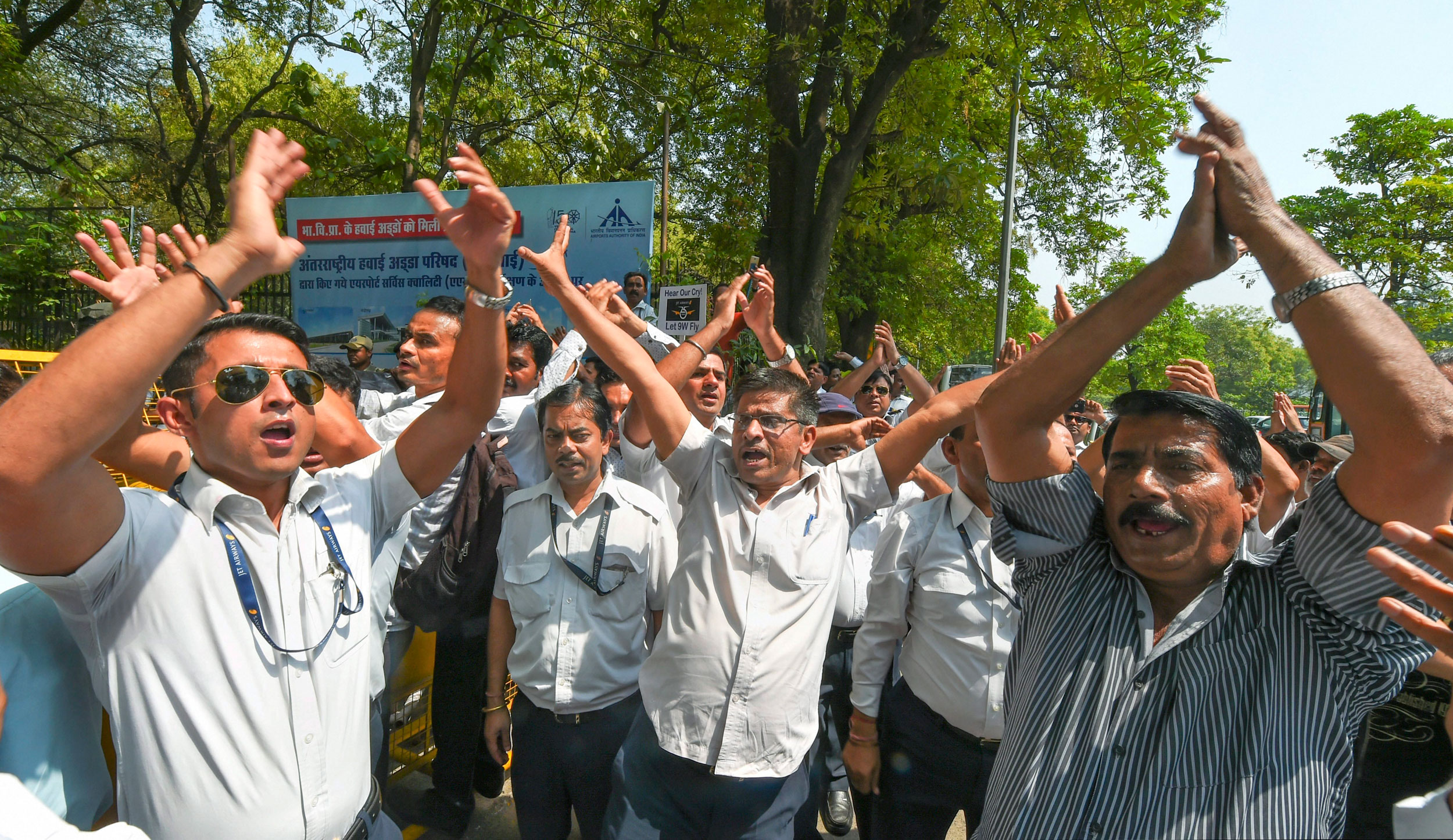 Jet Airways employees protest outside Civil Aviation Ministry, at Rajiv Gandhi Bhawan in New Delhi, on May 21, 2019.