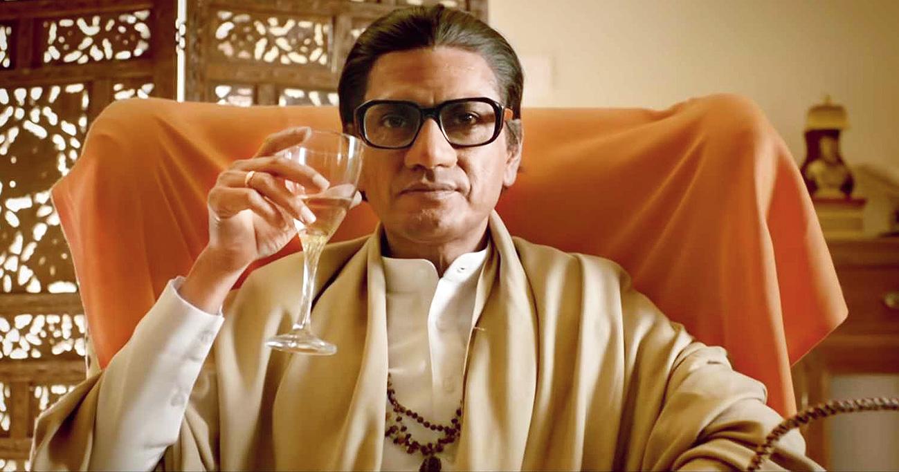 Nawaz slips into the robes of Shiv Sena chief Balasaheb Thackeray