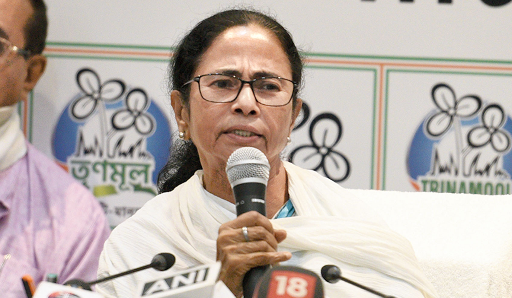 Trinamul sources said the initial burst of calls and messages can be categorised broadly into congratulatory ones thanking Mamata for giving them a chance to connect, grievances highlighting how government benefits are eluding deserving citizens and complaints against local leaders.
