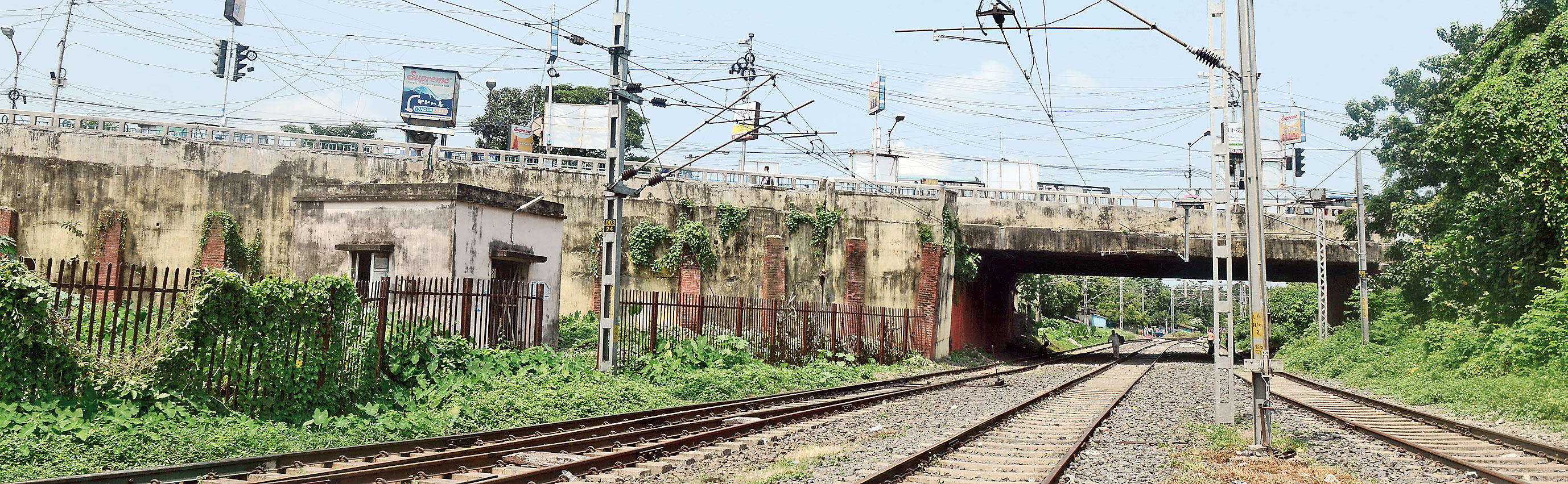 The existing bridge, a key link between Calcutta and parts of North 24-Parganas, has lost much of its load-bearing capacity and needs to be pulled down, according to engineers who have inspected the 57-year-old structure.