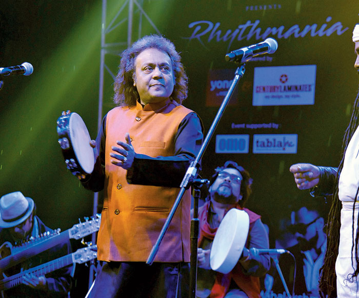 Drizzle and flute: Mahalakshmi Iyer was a part of Rhythmania Season 2 concert with Tanmoy Bose and Shiladitya Bose at DKS, which promised to showcase fusion electronica, jazz, mix of beat with raga, world folk and the works. However, an unprecedented drizzle prevented the full concert from taking place. A truncated version saw the flute (Subir De) ushering in wonderful refrains to Goalparia Gaan (Tomar ranga choron and Sonar chand) by Tanmoy Bose and Akkas Fakir. Then came Horibol amaye khoma koro with some inspiring accompanying music from Gaurav Chatterjee (on the drums), lifting the sagging spirit of a rain-soaked evening. Just when things were beginning to warm up with Shiladitya Bose's filigree in raga Chandrakauns, the rains returned, making the musicians scurry for cover, denying the audience Mahalakshmi's performance.