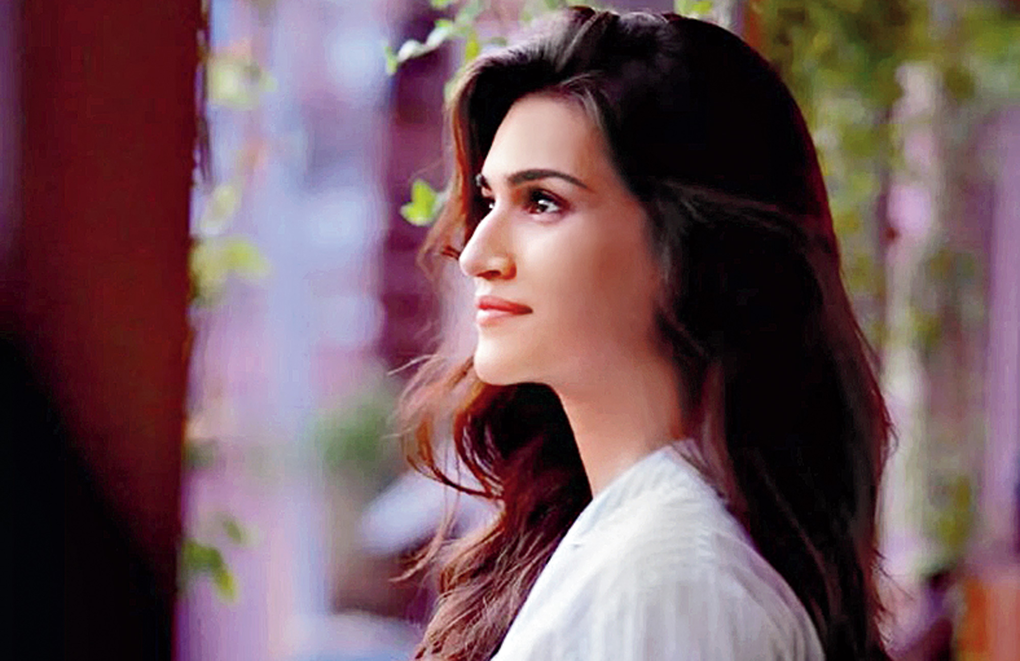 Kriti Sanon as Rashmi in Luka Chuppi.