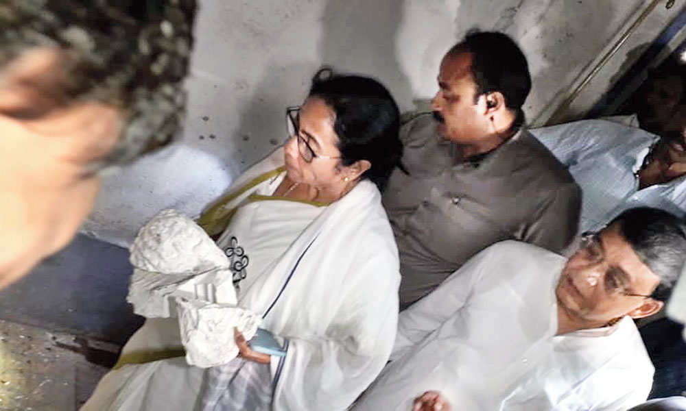 Chief minister Mamata Banerjee cradles the smashed pieces of the bust of Vidyasagar, the revered figure of the Bengal Renaissance, in Vidyasagar College on Bidhan Sarani in north Calcutta. Alleging stone-throwing from inside, BJP supporters taking part in Amit Shah's road show had barged into the college and run amok.