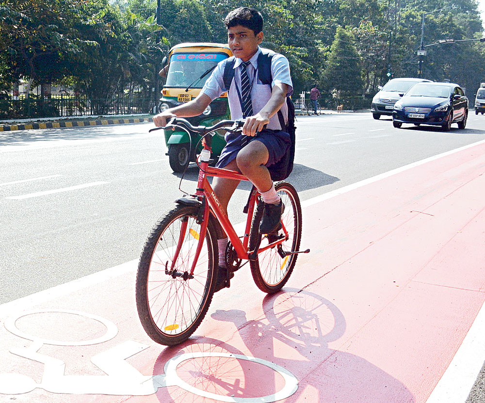 Bhubaneswar paints town red for cycle tracks