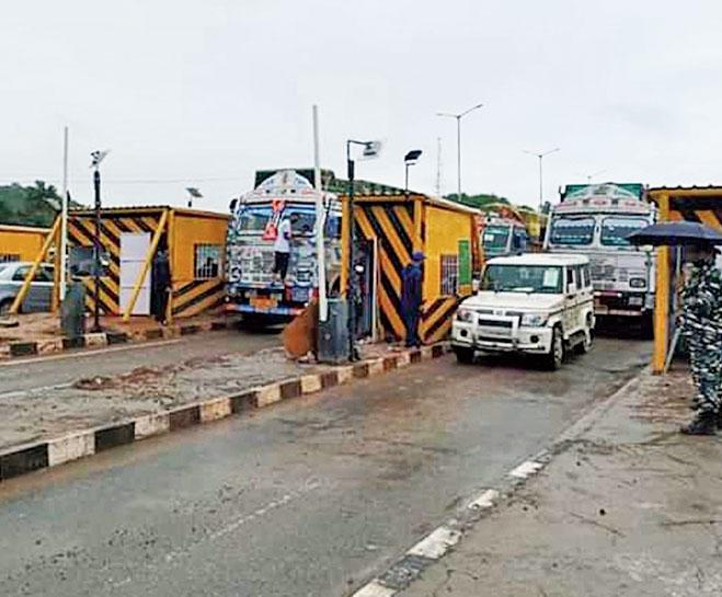 Vehicles at the Nazirakhat toll plaza.