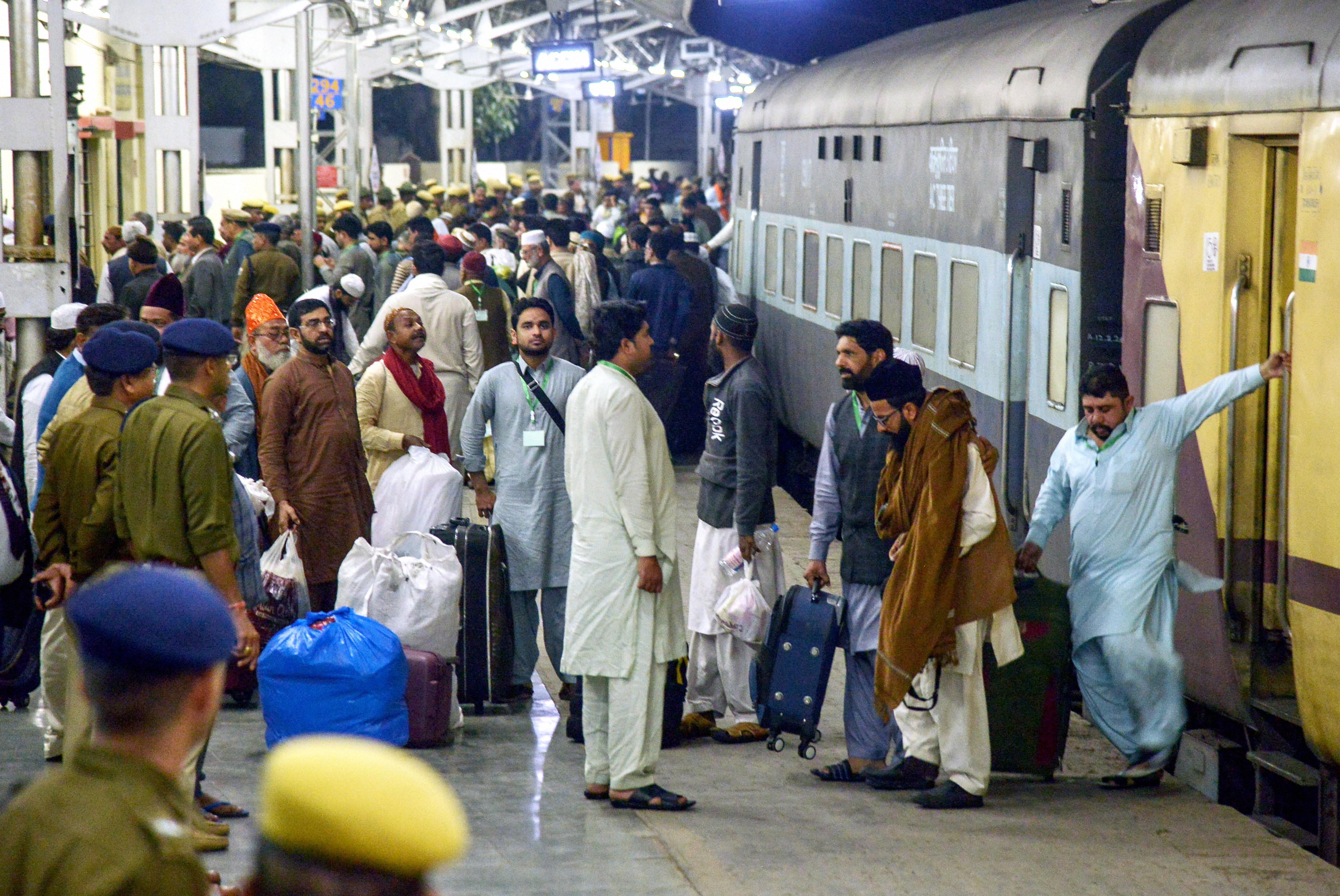 Pakistani pilgrims arrive to take part in celebration of the 808th Urs festival of Khwaja Moinuddin Chishti, in Ajmer