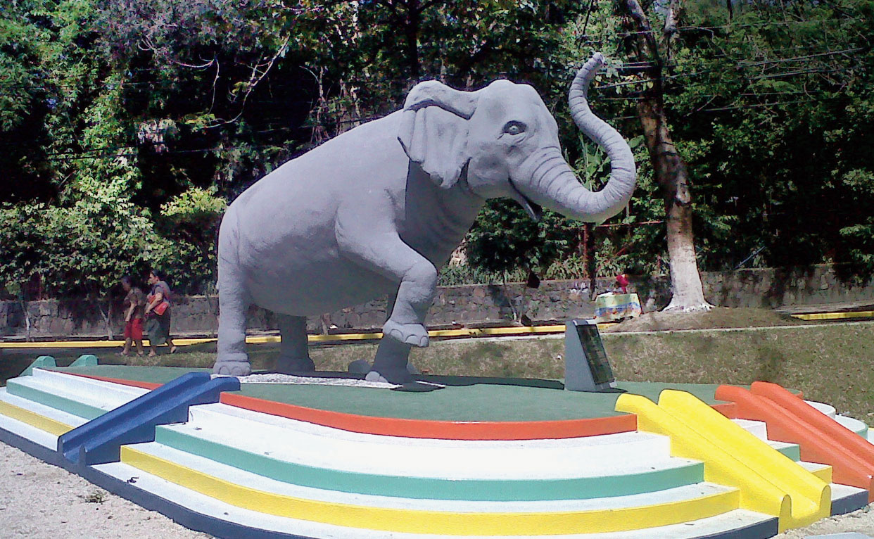 A statue of Manyula in Parque Minerva, besides the Parque Zoologico Nacional de El Salvador in San Salvador, where she lived and died