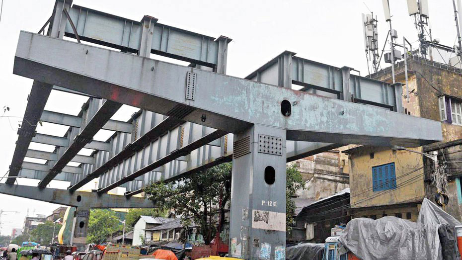Portions of the Vivekananda Road flyover such as the one in the picture will be pulled down