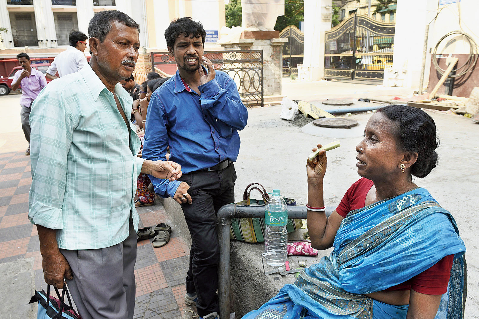 Nirmal Das's family from Magra in Hooghly has been wondering if he should be taken to a private hospital in Bangalore. Das, who has been diagnosed with liver cancer, was admitted to the Calcutta Medical College and Hospital a fortnight ago.