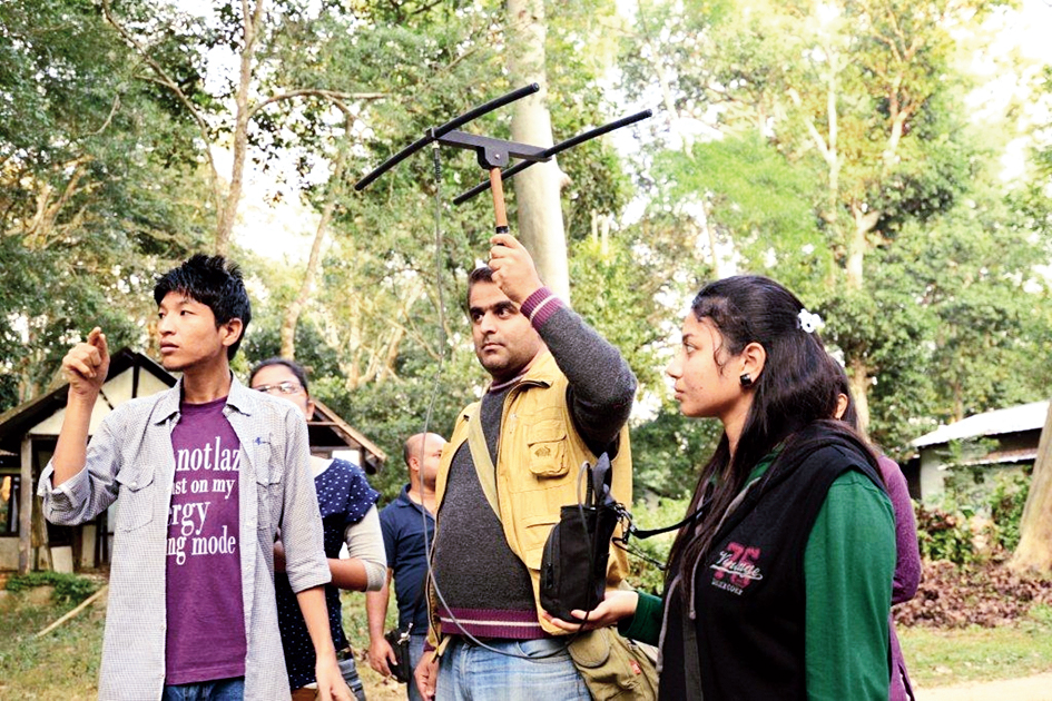 Participants use a radio-telemetry during the field course.