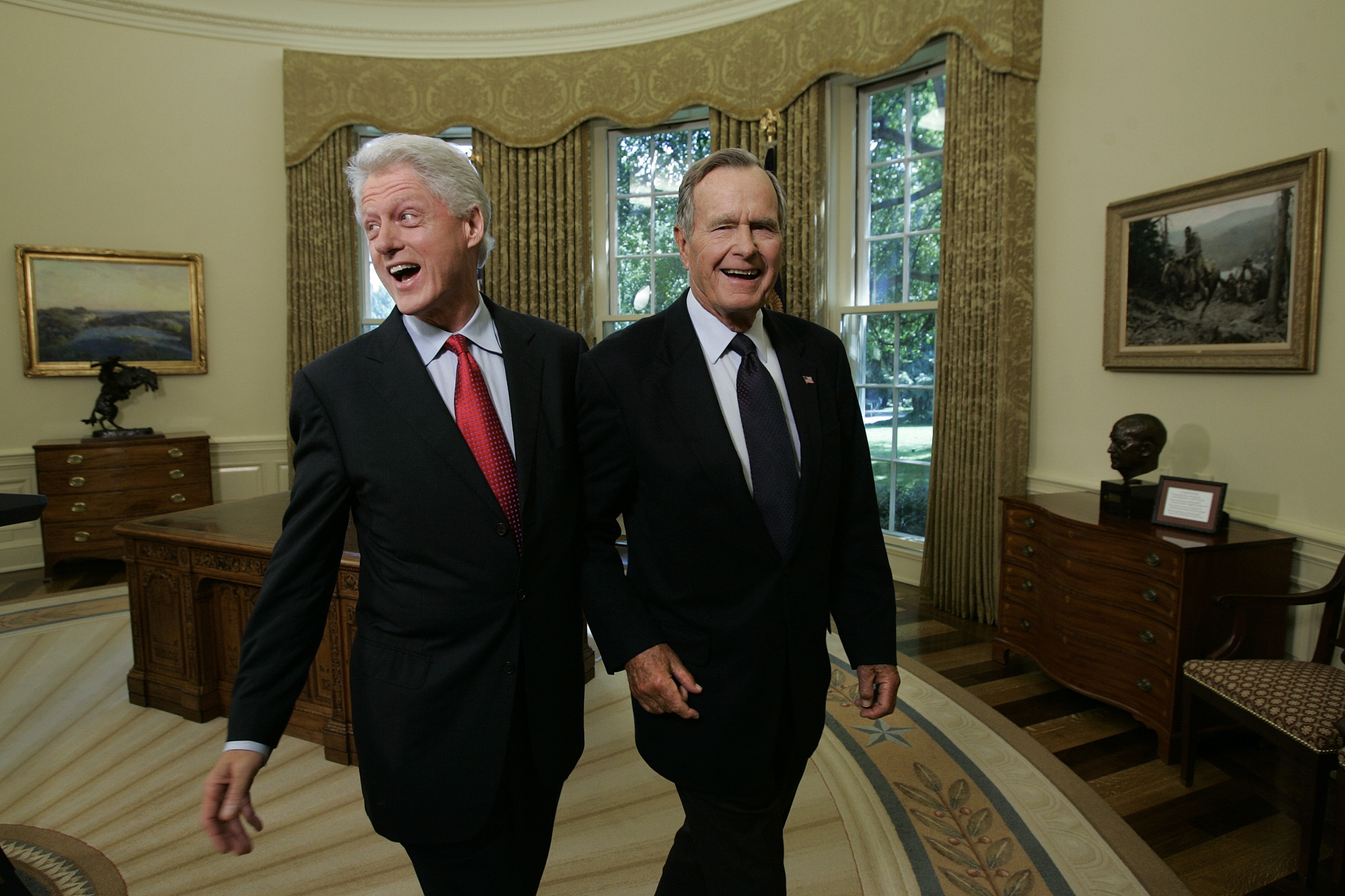 Bush with Clinton at the Oval Office in September 2005.